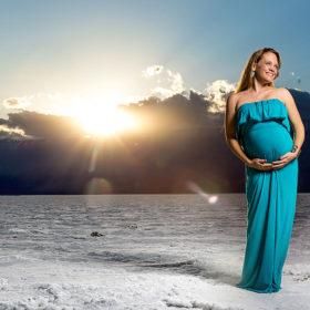 julie irene maternity photography in death valley salt fields